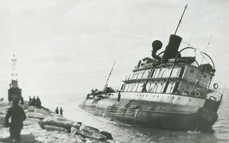 The Henry Cort wrecked at Muskegon