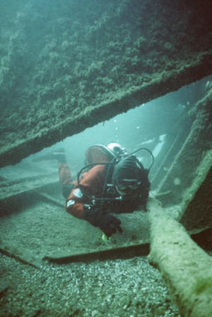 Valerie van Heest dives the Anna Minch Bow